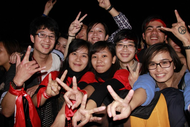 Những rockfan cuồng nhiệt có có mặt tại sân vận động Mỹ Đình đa phần là sinh viên đến từ các trường đại học trên địa bàn Hà Nội.