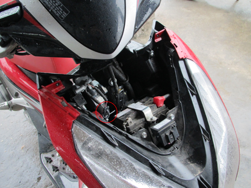 Dây nối tắt phục hồi tính năng điều khiển mạch đánh lửa của chìa khóa cơ khí.