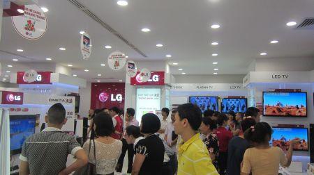 LG Brand Shop trưng bày tất cả các sản phẩm mới của hãng.