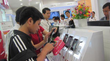 Các mẫu điện thoại LG Optimous 3D, 3D Max, Prada...