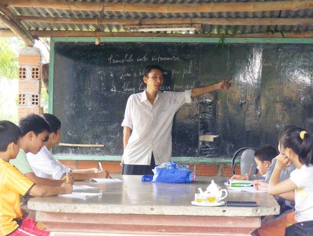 Từ lớp học tuềnh toàng này, đã bao lớp học trò do thầy Hưng dạy ra đời có việc làm ổn định.