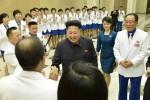 Kim Jong Un lần đầu xuất hiện cùng vợ