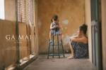 """Xúc động bộ ảnh """"Gà mái"""" của mẹ Việt đơn thân và cô con gái 2 tuổi"""