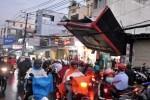 Giao thông Sài Gòn rối loạn sau trận dông bất ngờ