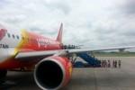 Khống chế hành khách la hét, gây rối trên máy bay