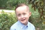 Cậu bé 5 tuổi khiến khách trong nhà hàng bật khóc